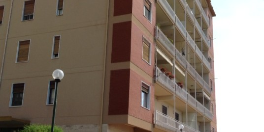 Via Dante, grande appartamento vista mare