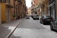 Tre Ampie Vetrine in Via Atenea